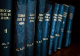 Best Books: 22 Books Every Lawyer Should Read – Fupping